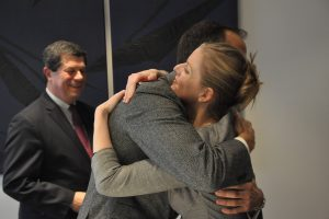 Frédéric Mion et Charline Avenel lors de la signature (déc. 2016)