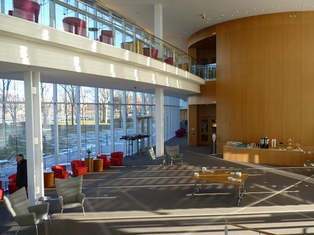 Tata Hall à la Harvard Business School - Un batîment construit suite à une donation avec des salles d'enseignement qualitative, des lieux pour le travail formel ou informel © JLL / Sciences Po