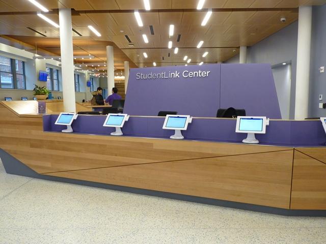 """New York University StudentLink - """"Un guichet unique, - le StudentLink Center - centralise toutes les requêtes des étudiants."""" © JLL / Sciences Po"""