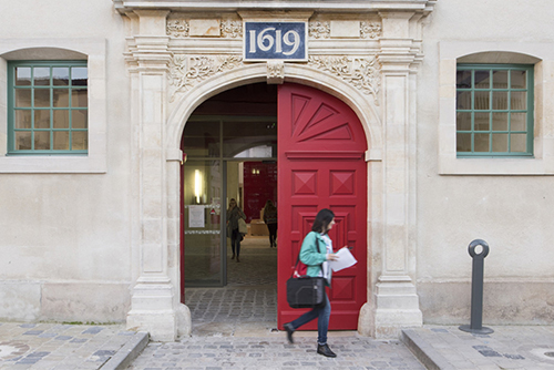 Entrance, Reims campus ©Martin Argyroglo