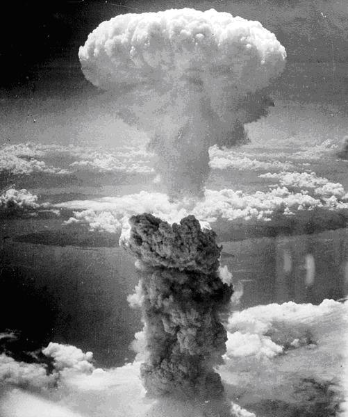 Nagasaki mushroom cloud. US National Archives