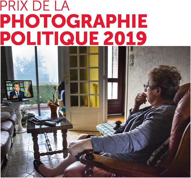 """1er prix de la photographie politique 2018 : Coline Renault, """"Le président parle aux Français"""", Langrune-sur-Mer, Calvados, 12 avril 2018."""