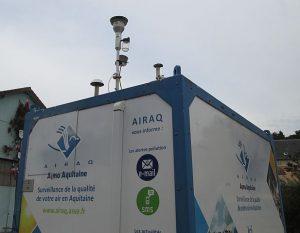 Station mobile de surveillance de la qualité de l'air de l'association Airaq, à Mussidan, © Cjp24 - CC BY-SA 4.0