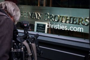 The Lehman Brothers company sign for Auction after bankruptcy at Christie's. London, UK. Credits image : Jorge Royan via Wikimedia. CC BY-SA 3.0