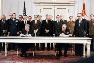 Carter & Brezhnev sign SALT II. Credits: Bill Fitz-Patrick. Domaine public