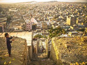 Orangi, le plus grand quartier informel de Karachi, vu des collines de Nazimabad (2011) - Crédits : Laurent Gayer