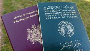 Photo illustration d un passeport Francais et un passeport Algerien. Bourgoin jallieu Nord Isere le 22/12/2015/Credit:ALLILI MOURAD/SIPA/1512221644
