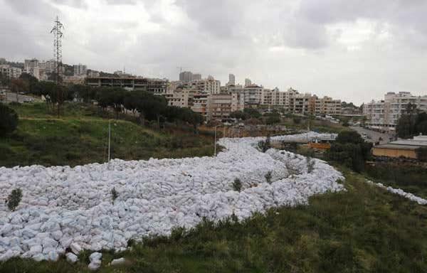 Les rues de Beyrouth envahies par les ordures sur http://www.nature-obsession.fr