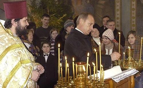 На рождественском богослужении в церкви Знамения Пресвятой Богородицы. Crédits : Kremlin