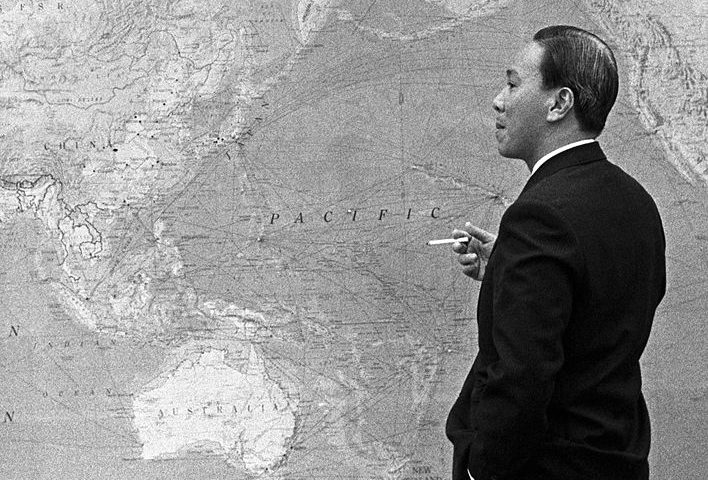 President Nguyen Van Thieu of South Vietnam standing in front of world map, during meeting with Lyndon B. Johnson in Hawaii by Yoichi R. Okamoto [Public domain], via Wikimedia Commons