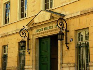 Entrée du Lycée Henri IV, rue Clovis. By No machine-readable author provided. Kajimoto~commonswiki assumed CC-BY-SA-3.0 via Wikimedia Commons
