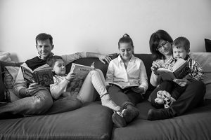 La lecture en famille. Crédit photo : Julio Bernardi