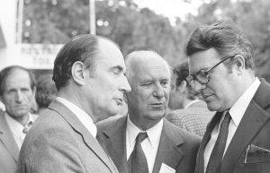 Congrès d'Epinay, juin 1971 : François Mitterrand, Gaston Defferre et Pierre Mauroy. Crédits : Fondation Jean-Jaurès - MPG.