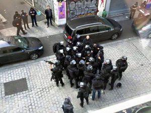 L'intervention policière à Saint-Denis contre un logement de terroristes présumés rue du Corbillon le 18 novembre. Vue de la rue de la République Saint-Denis. Crédit photo : Chris93. Wikimédia. CC BY-SA 4.0