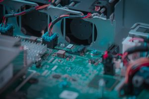 Hardware motherboard CPU electronic device. Technology industrial design semiconductor integrate. Crédits : Shutterstock
