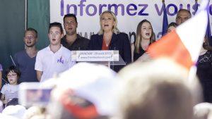 Rentrée politique 2015 pour Marine Le Pen à Brachet. Crédits : TV Patriotes. CC BY 2.0