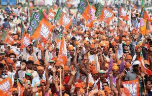 Supporters of Bharatiya Janata Party cheer at an election rally of Narendra Modi in Amethi Lok Sabha constitunecy in Uttar Pradesh. May 2014. Copyrights : Bharatiya Janata Party [CC BY-SA 2.0]