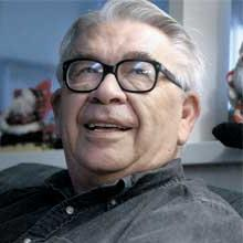 Vine Deloria, Jr. (March 26, 1933 – November 13, 2005), Native American author, theologian, historian, and activist. Crédits : Fair use