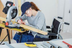 femme handicapée au travail. Crédits : ALPA PROD Shutterstock
