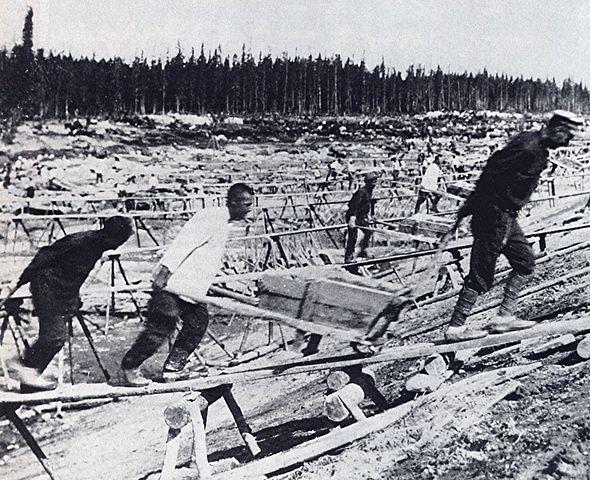 Prisoner labor at construction of Belomorkanal. Crédits photo inconnus