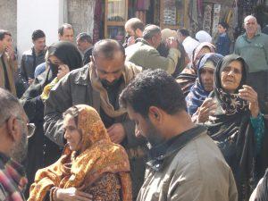 Pèlerins chiites devant la Grande mosquée de Damas, février 2008. Crédits Sibir