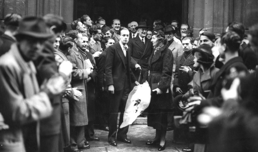 Austen Chamberlain and his wife outside Sciences Po in 1937