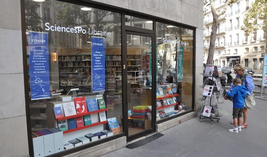 Vitrine de la nouvelle librairie de Sciences Po