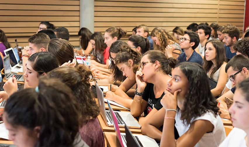 Environ deux tiers des candidats et des admis à Sciences Po sont des filles