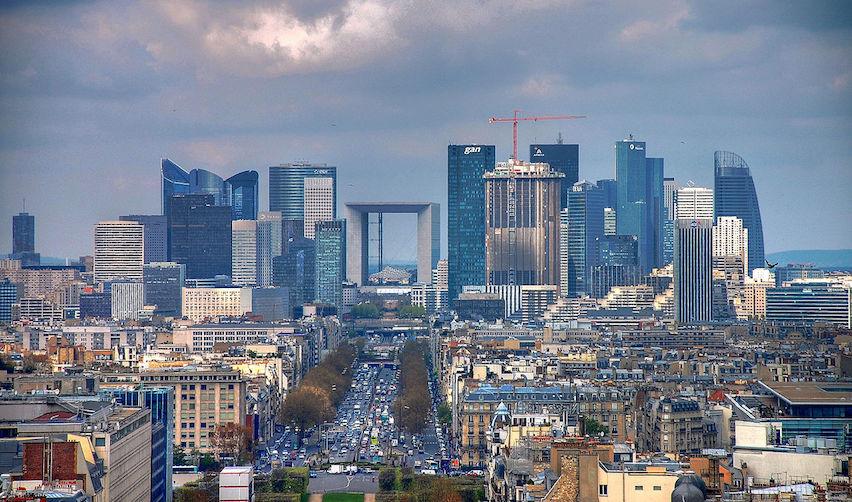 Vue aérienne de Paris et du quartier de La Défense (2008)