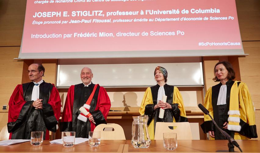 Dr. Stiglitz and Dr. Zelizer holding their diplomas