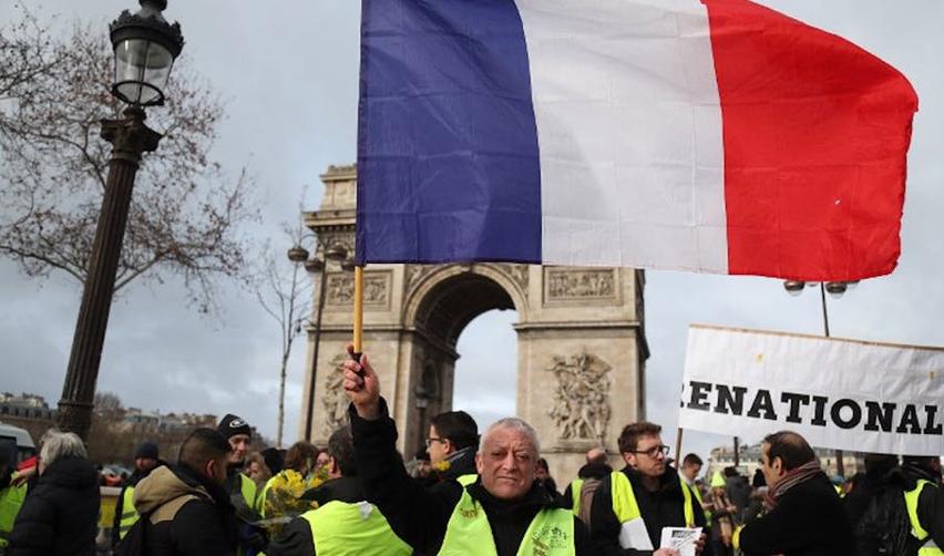 Gilets jaunes devant l'Arc de tiomphe à Paris le 26 janvier 2019