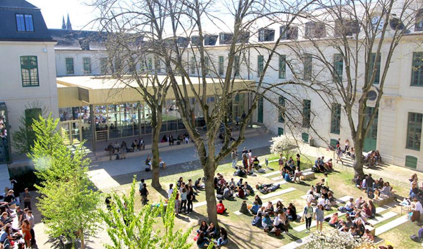 Students on the Reims campus