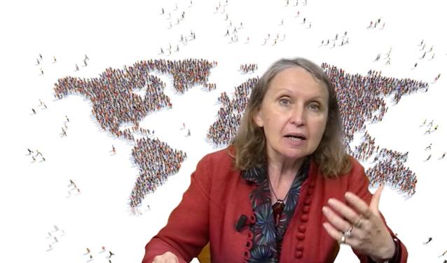 A MOOC on International Migrations