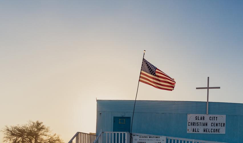 Église et drapeau américain (détail)