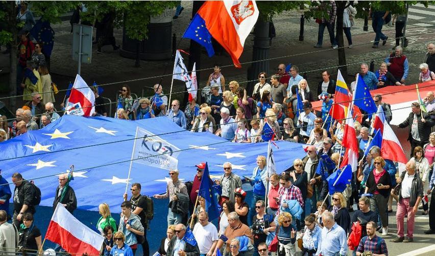 Manifestation célébrant l'entrée de la Pologne en Europe. Varsovie, 18 mai 2019