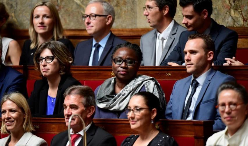 Femmes assises à l'Assemblée