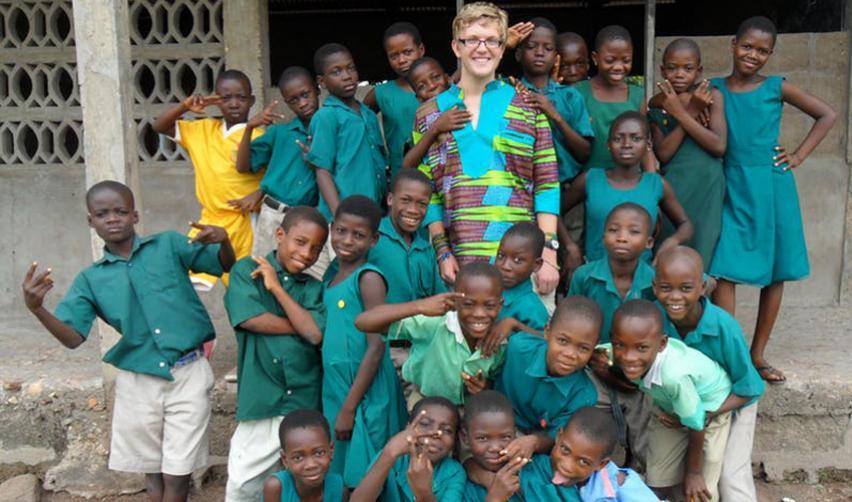 Photo prise d'un jeune anglais ayant enseigné 3 mois dans une petite école au Gh