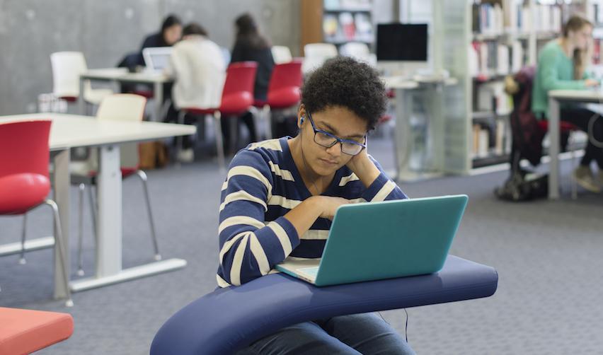 Une étudiante sur le campus de Sciences Po au Havre