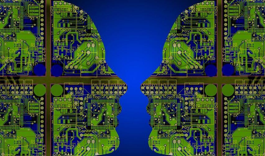 Deux silhouettes composées de schémas électroniques