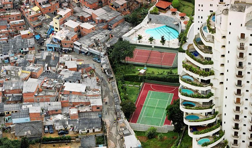 Favela dans le quartier de Paraisópolis, São Paulo (Brésil)