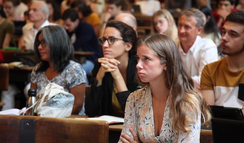 Étudiants lors de la rentrée solennelle du campus de Paris le 28 août 2019