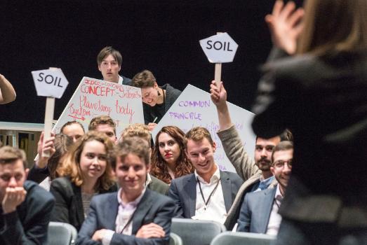 COP 21, Make It Work, theatre of the negotiations ©Martin Argyroglo/Nanterre-Amandiers