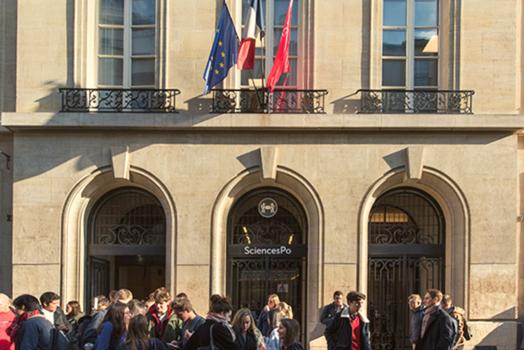 Facade of the Paris campus ©Martin Argyroglo