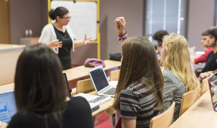 Étudiants de 1er cycle sur le campus de Sciences Po à Menton