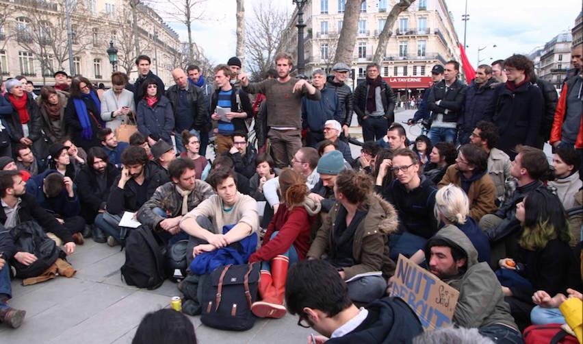 Des participants du mouvement Nuit Debout