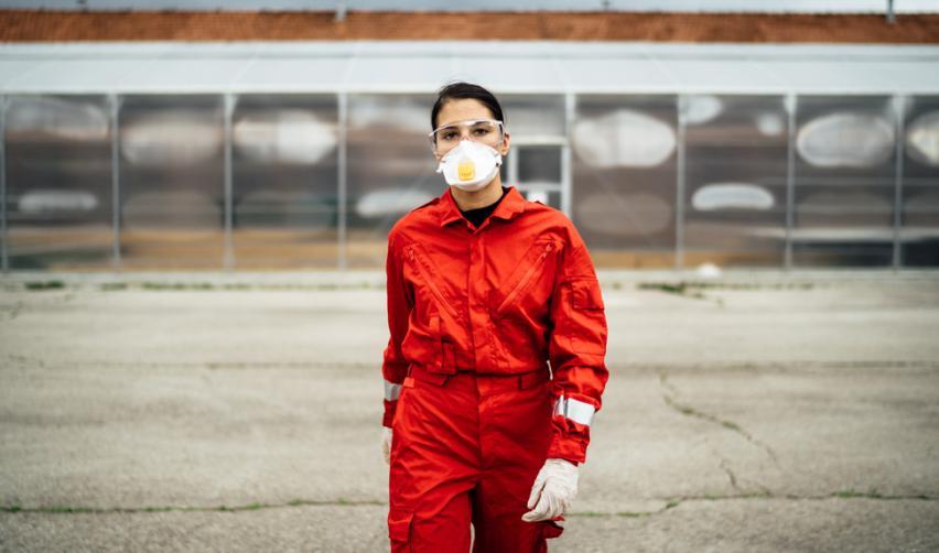 Emergency paramedic wearing a mask. © eldar nurkovic / Shutterstock