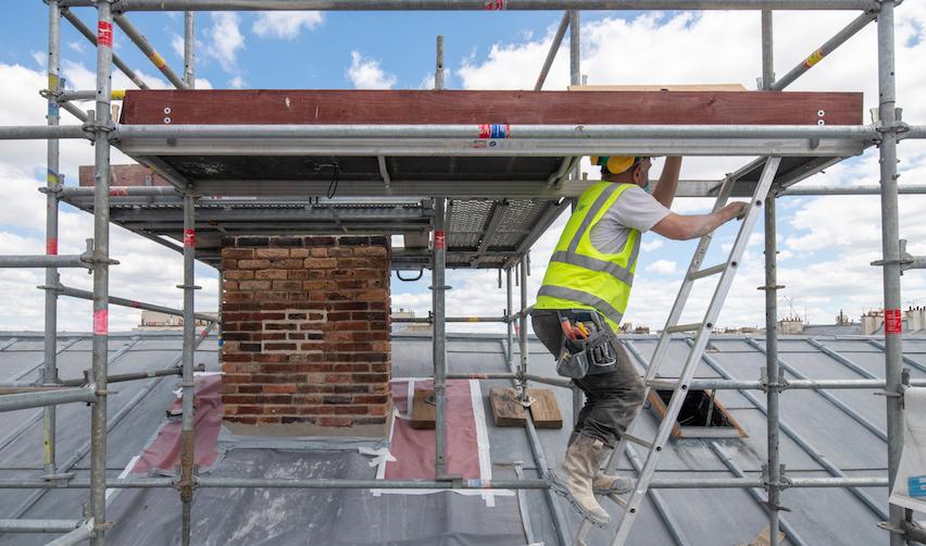 Travaux en cours sur le toit du 1, Saint Thomas